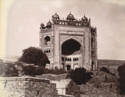 View from the south-west of the exterior of the Buland Darwaza, Fatehpur Sikri 1003546